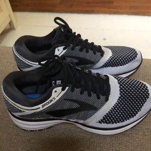 Brooks tennis shoes